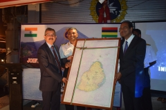 handing-over-of-fairsheet-to-mauritius-authorities-1-scaled